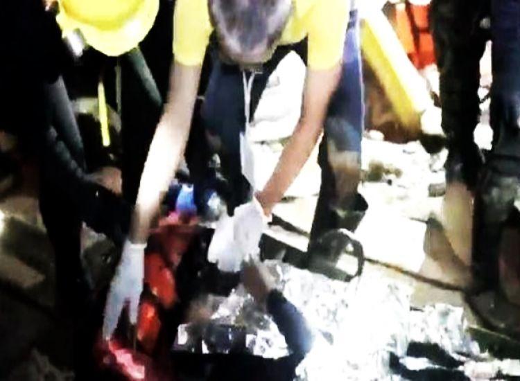 Έδωσαν στα 12 εγκλωβισμένα παιδιά ηρεμιστικά που δίνουν στα άλογα στην Ταϊλάνδη… Τα έβγαλαν αναίσθητα (video)