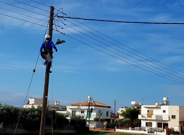 Δερύνεια: Εξοικονόμηση 61,68% σε κατανάλωση ηλ. ρεύματος