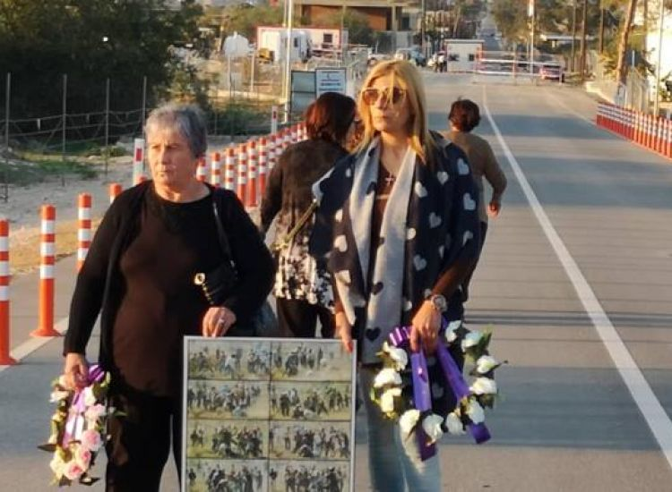 Δερύνεια: Στο σημείο θυσίας του Τάσσου Ισαάκ η μητέρα του (photo)