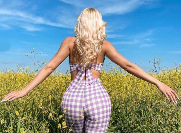 H Ιωάννα Τούνη ξαμολήθηκε στους αγρούς και μας χάρισε νέες σέξι πόζες