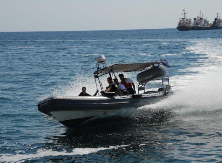 Τρόμος στη θάλασσα για γονείς και ανήλικα παιδιά-Πάλευαν ώρες με τα κύματα