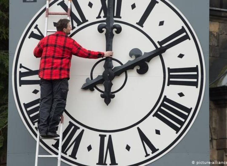 Μια ώρα πίσω θα γυρίσουμε τα ρολόγια τα ξημερώματα