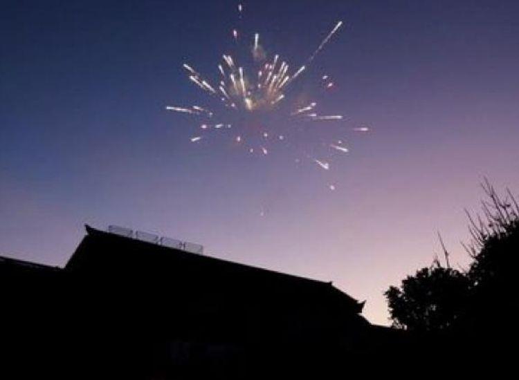 Νέα κυπριακή μόδα - Ρίχνουν πυροτεχνήματα για το τίποτα