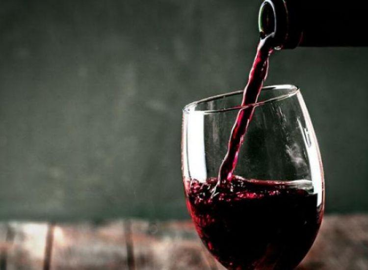 Η Αγία Νάπα μας προσφέρει δωρεάν κυπριακό κρασί