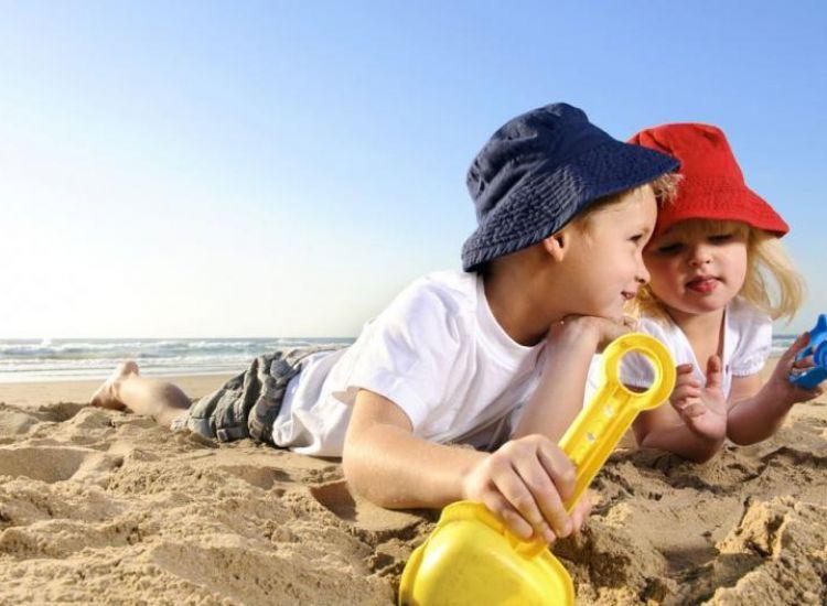Αυτές είναι οι συχνότερες καλοκαιρινές παθήσεις που απειλούν το παιδί σου (ΦΩΤΟ)