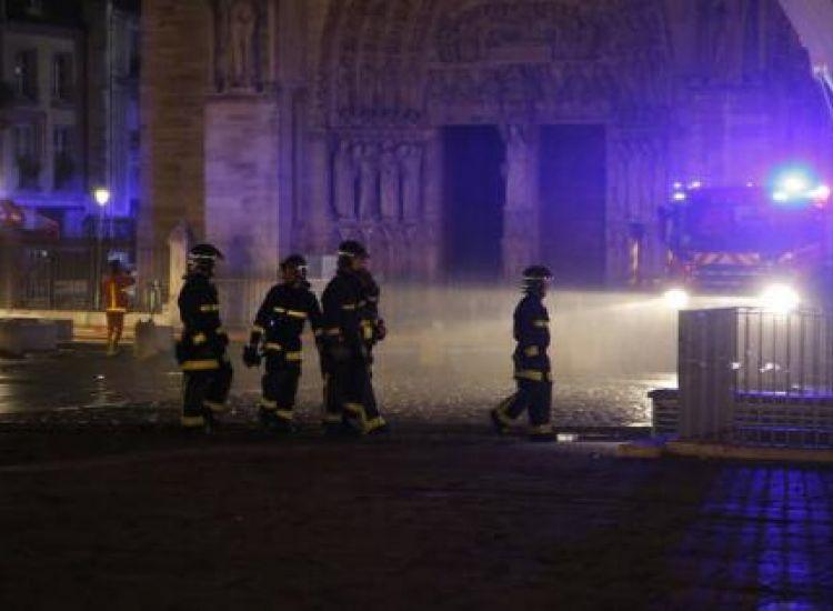 Γαλλία: Υπό έλεγχο η φωτιά στην Παναγία των Παρισίων (Φώτος)