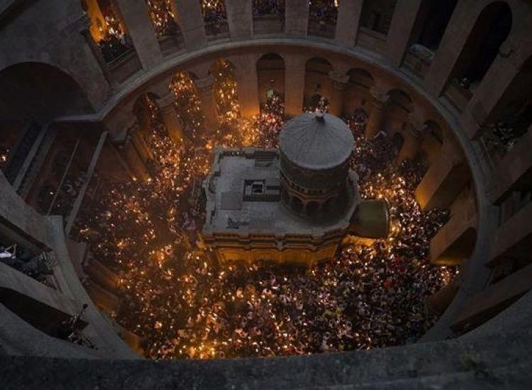 Άγιο Φως: Τελετή αφής στον Πανάγιο Τάφο (βίντεο)