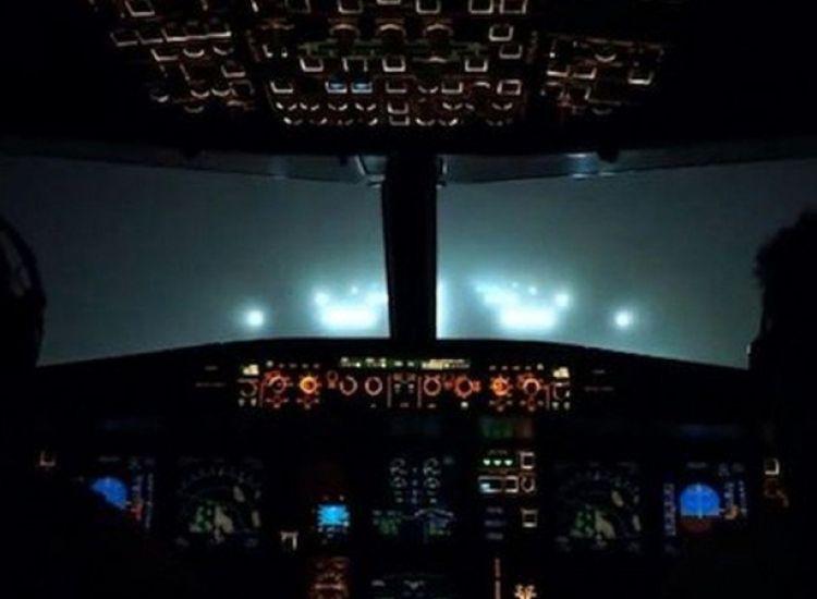 Το παράξενο μήνυμα από τον πιλότο στο κινητό του επιβάτη την ώρα της πτήσης