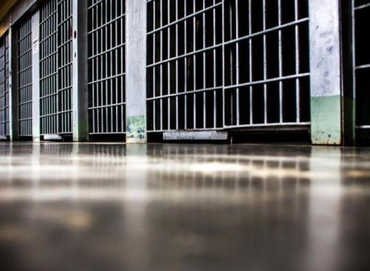 Aνάπηρος στη φυλακή για άσεμνες επιθέσεις κατά γυναίκας