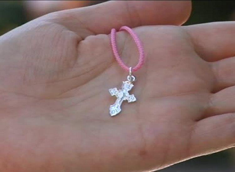 «Αφαίρεσαν επιτακτικά σταυρό από 6χρονη σε δημοτικό»