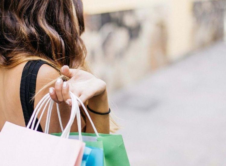 Ανοικτά τα καταστήματα στο Παραλίμνι μέχρι αργά (το Σάββατο)