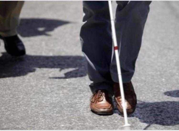 «Τυφλός, επιβεβαιωμένο κρούσμα αφέθηκε μόνος του στο διαμέρισμά του»