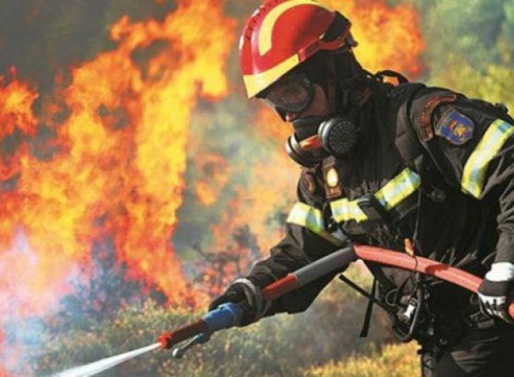 ΕΚΤΑΚΤΟ: Πυρκαγιά στην Ξυλοφάγου - Στη μάχη εναέρια μέσα