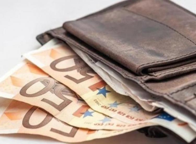 Παραλίμνι: Πολίτης βρήκε στο δρόμο 3,060 ευρώ και τα παρέδωσε στην Αστυνομία