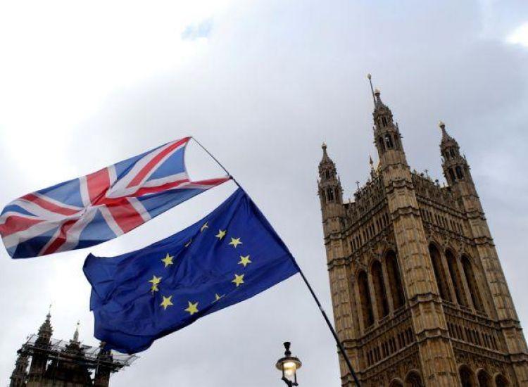 Brexit: Προειδοποιήσεις για ισχυρό πλήγμα στην αυτοκινητοβιομηχανία της Μ.Βρετανίας