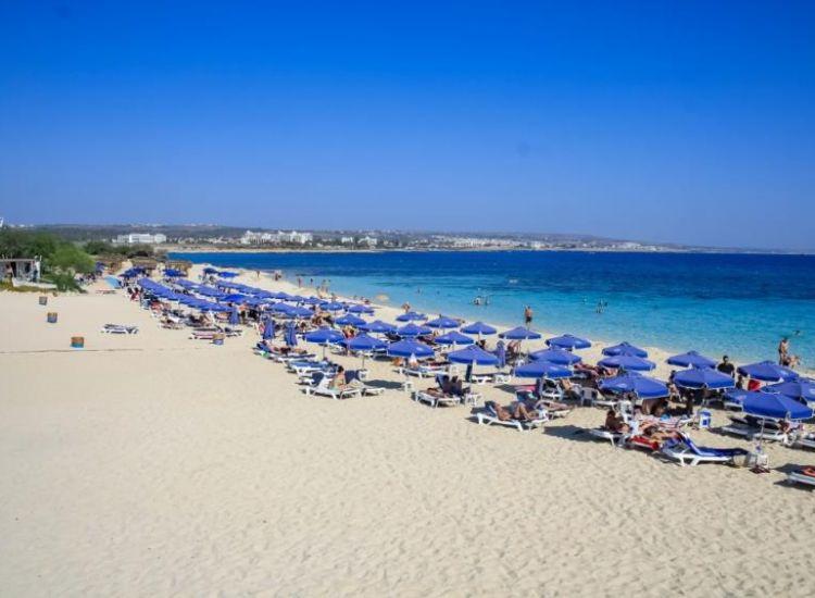 Αγία Νάπα: Τούρκος έκλεψε κινητά από παραλία