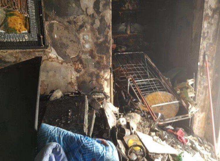 Πώς μια φωτιά από πολύμπριζο άφησε χωρίς σπίτι οικογένεια στην Αθήνα
