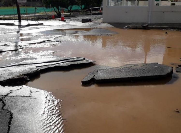 """Δρόμοι-Περνέρα: """"Μας πρόλαβαν οι βροχές"""" λέει ο Δήμαρχος"""