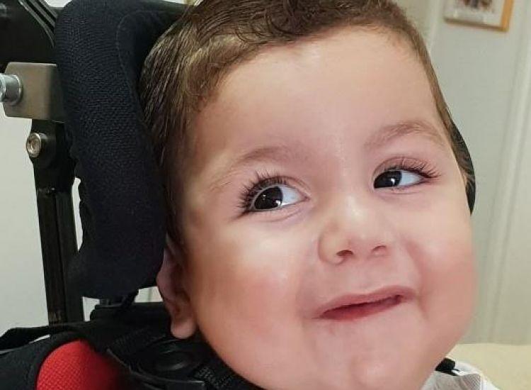 Μια αγκαλιά αγάπης για τον μικρό Αντώνη - Ας βοήθησουμε να ζήσει
