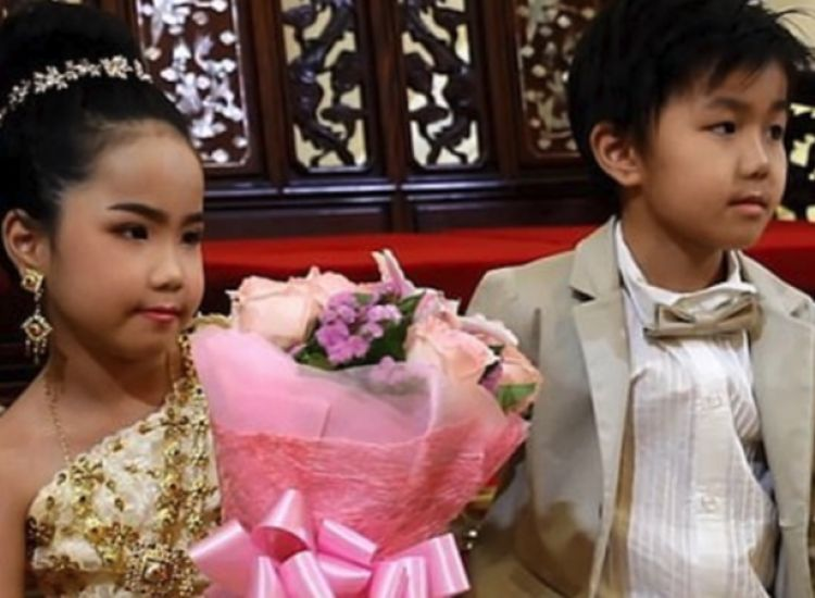 Πάντρεψαν δίδυμα εξάχρονα στην Ταϊλάνδη! Οι γονείς πιστεύουν πως ήταν εραστές σε προηγούμενη ζωή