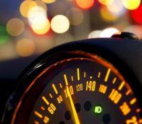 Κατεβαίνει το όριο ταχύτητας στα 30 χλμ σε δρόμους