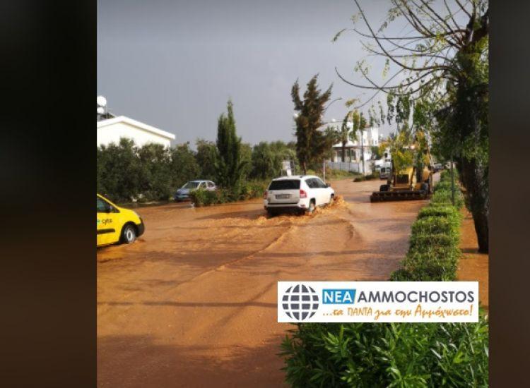 Παραλίμνι: Πλημμύρισαν οι δρόμοι στον κυκλικό κόμβο Αγίας Τριάδας