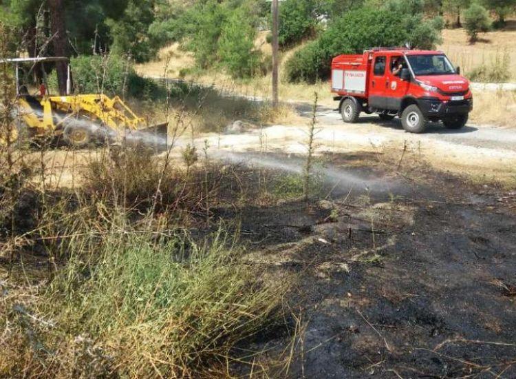 Πυρκαγιά Πρωταρά- Αγίας Νάπας: Πίσω από το ξωκλήσι της Παναγιώτισσας η φωτιά!