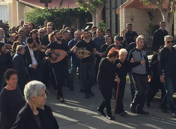 Φρέναρος: Με λαούτα και βιολιά είπαν το τελευταίο αντίο στον Ηλία Κουλουμή (videos&potos)
