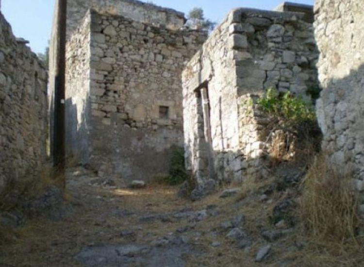 Ένα ολόκληρο χωριό πωλείται στην Κρήτη! (pic)