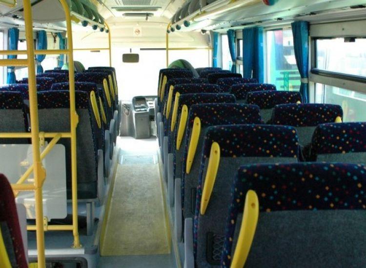 Λεωφορείο που μετέφερε μαθητές προσέκρουσε σε ταβέρνα