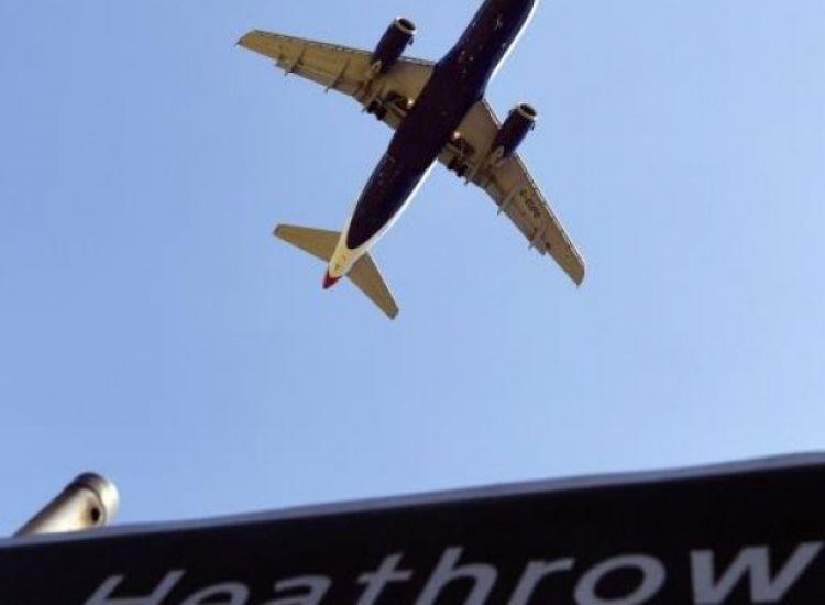 Σε καραντίνα για δύο εβδομάδες όσοι ταξιδεύουν στη Βρετανία από την Κύπρο