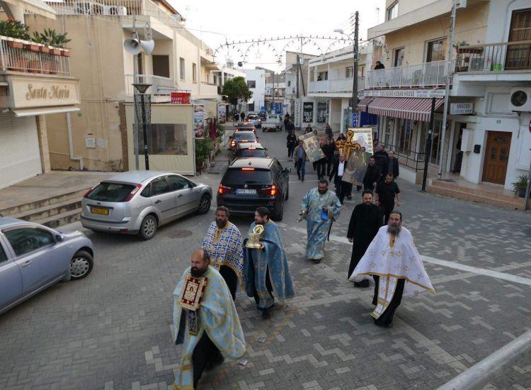 Λιτανεία στους δρόμους του Παραλιμνίου για την εξάλειψη του κορονοϊού