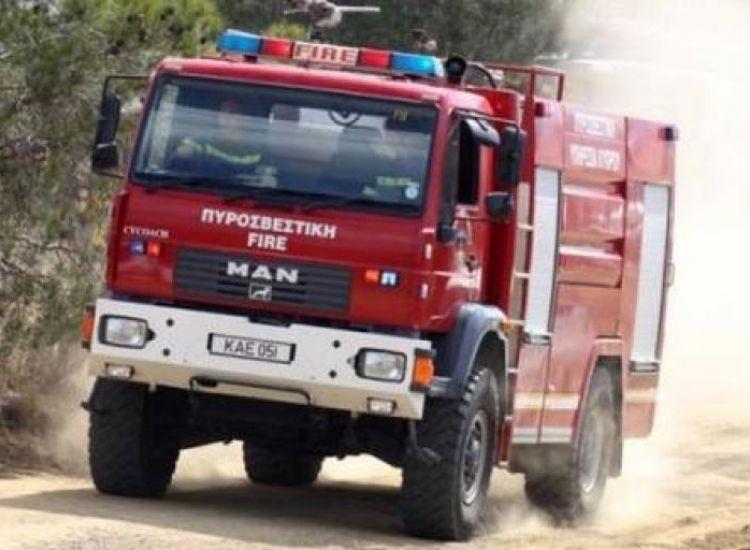 Παραλίμνι: Φορτηγό πήρε φωτιά εν κινήσει
