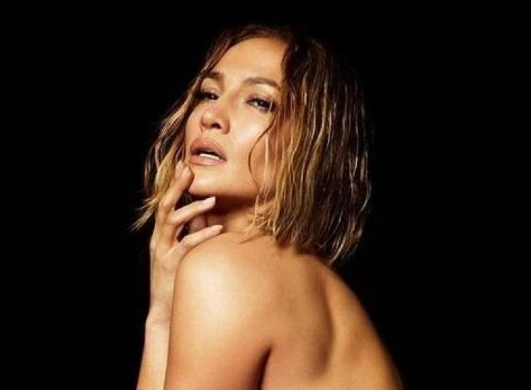 Η JLo πόζαρε εντελώς γυμνή και μάζεψε πάνω από 100.000 θετικά σχόλια & 3 εκ. likes