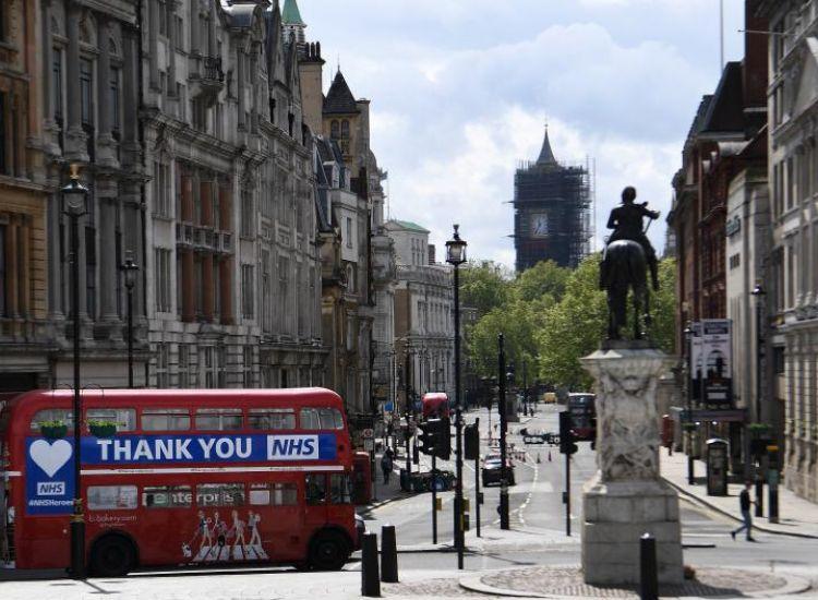 Με έκπτωση 50% απολαμβάνουν τα γεύματά τους σε χώρους εστίασης οι Βρετανοί