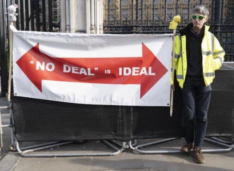 Brexit: Με νέα ήττα απειλείται η κυβέρνηση Μέι