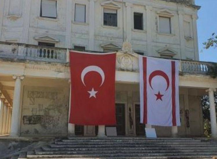Κρέμμασαν και σημαίες της κατοχής στο Λύκειο Ελληνίδων Αμμοχώστου