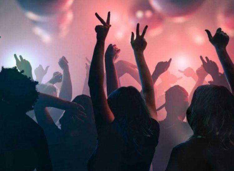 Πρωταράς: Οκτώ κρούσματα συνδέονται με Hens πάρτι σε οικία - Κόλλησε η μέλλουσα νύφη