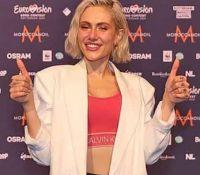 Έλενα Τσαγκρινού: Πήρε στα χέρια της το τρόπαιο της φετινής Eurovision (photos)