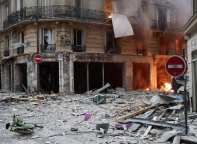 Ισχυρή έκρηξη στο κέντρο του Παρισιού (pics)