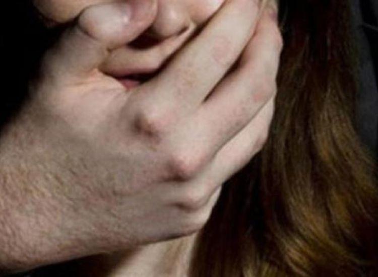 Νεαρή κατήγγειλε βιασμό υπό την απειλή μαχαιριού- Χειροπέδες σε 35χρονο