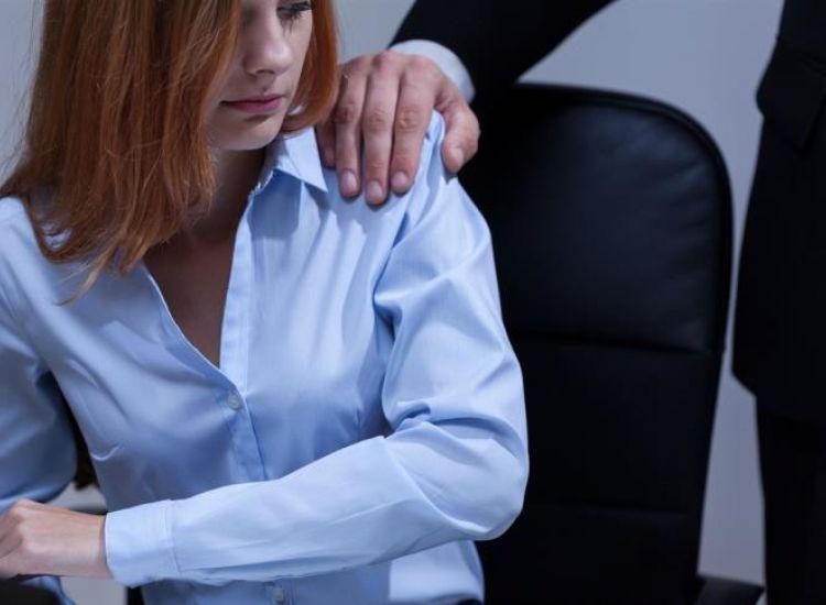 Παράπονα για παρενόχληση στο χώρο εργασίας