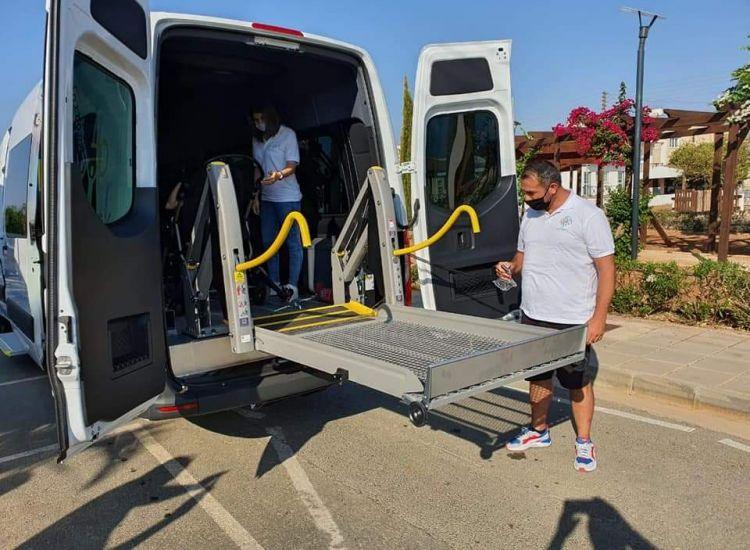 Λιοπέτρι: Λεωφορείο για τα παιδιά με αναπηρίες