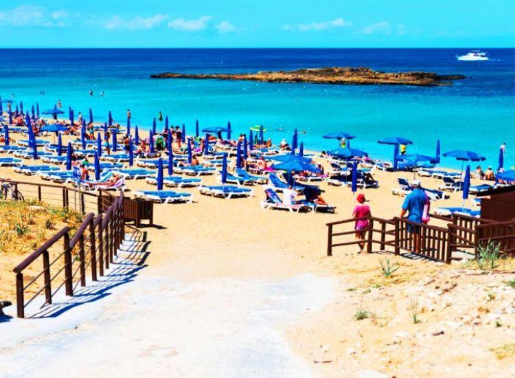 Πυρίλλης για παραλίες: Θα είμαστε αμείλικτοι!