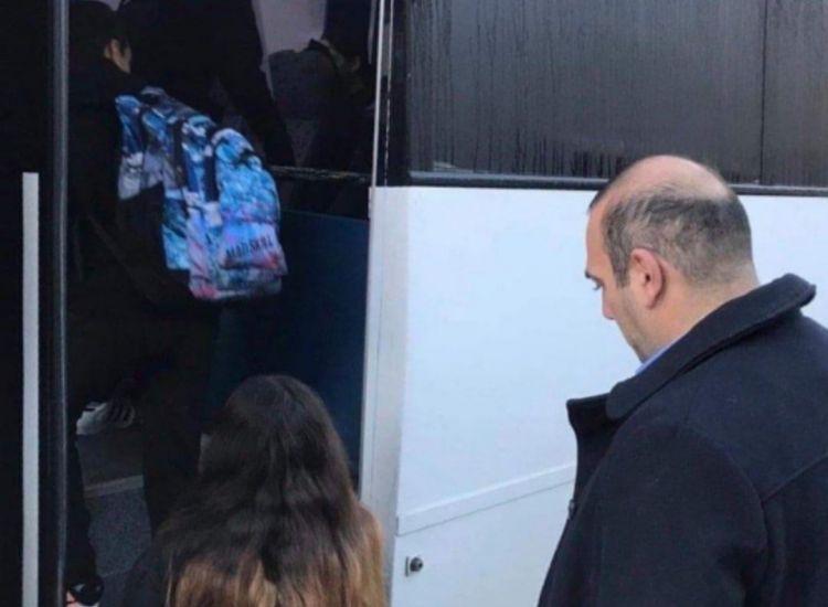 Μπήκε σε λεωφορείο ο Καρούσος και κατάλαβε τι εστί ακαταλληλότητα