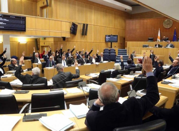 «Ναι» από τη Βουλή στο Ταμείο Αλληλεγγύης προς τους κουρεμένους καταθέτες