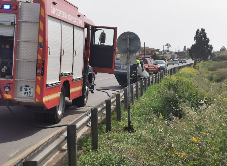 Τροχαίο ατύχημα στο δρόμο Παραλιμνίου - Σωτήρας - Ανετράπη αυτοκίνητο