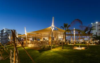 Αγία Νάπα: Το κρυμμένο Beach Lounge Bar που θα σε συνεπάρει