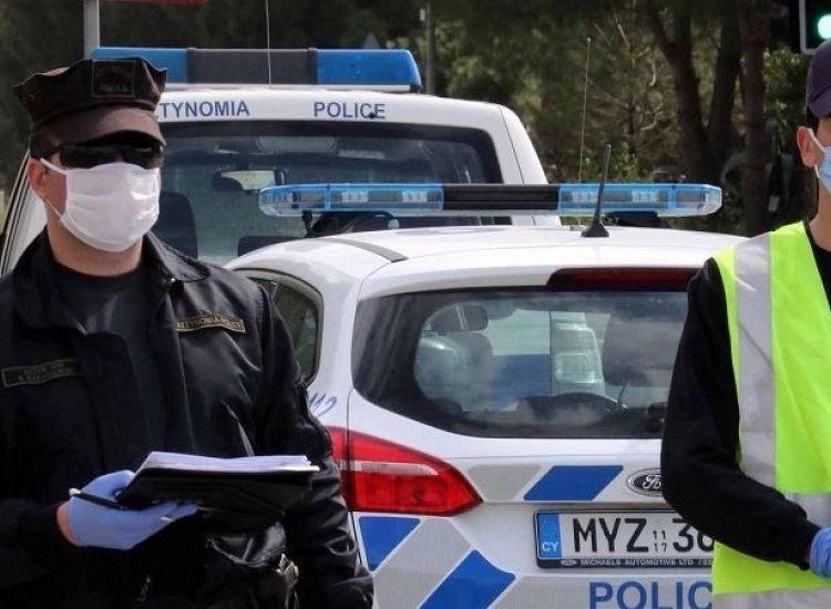 Κατ'οίκον έλεγχοι της αστυνομίας σε επαφές κρουσμάτων και άτομα χωρών Γ'