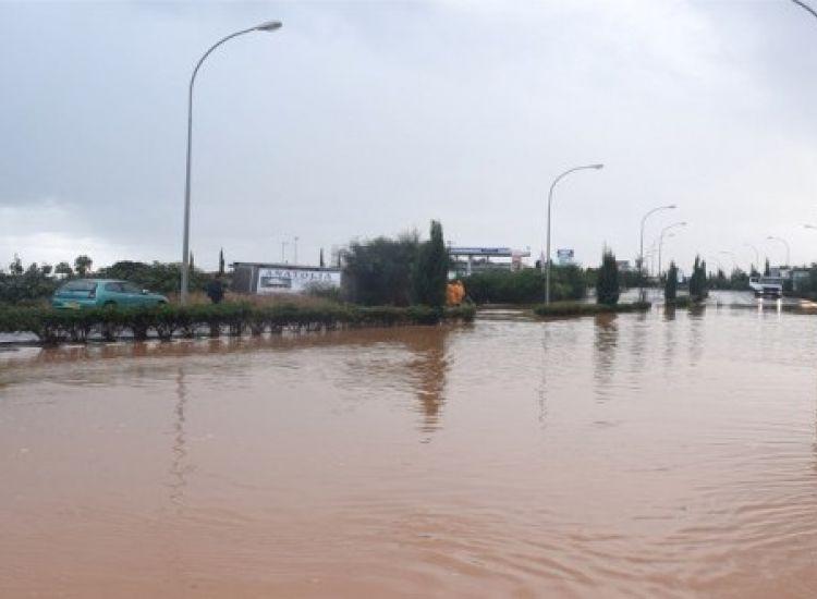 Πρωταράς: Καταστροφές στο παραλιακό μέτωπο